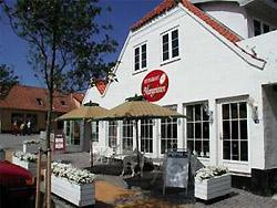 Restaurant Margeritten er et dejligt spisested i rare og hyggelige omgivelser, hvor både lokale og turister er flittige gæster.  Efter en god og fornøjelig dag på Bornholm, er det herligste at kunne nyde veltilberedt